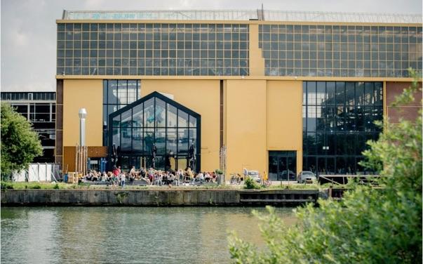 Nieuwe ontmoetingsplekken in het Werkspoorkwartier – foto Floris Heuer